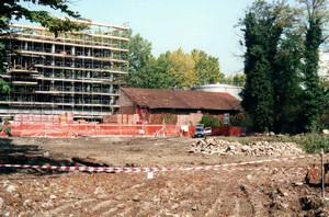 Vista dall'ingresso, con la caratteristica pavimentazione, nella fase di demolizione dell'edificio (inizio anni 2000). Per gentile concessione di Domenico Colletti.
