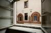 Le finestre ogivali di casa Romagnano. Fotografia di Paolo Gonella, 2010. © MuseoTorino.