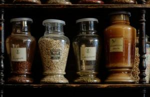Ditta Rosa Serafino Erboristeria, barattoli di vetro, 2017 © Archivio Storico della Città di Torino