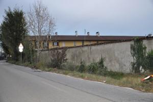 Muro perimetrale sud Cascina Grangia Scott. Fotografia di Ilenia Zappavigna, 2012.