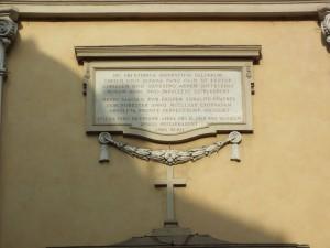 Chiesa dello Spirito Santo, iscrizione in facciata che ricorda il bombardamento del 13 luglio 1943. Fotografia di Paola Boccalatte, 2014. © MuseoTorino
