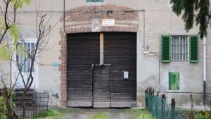 Portone d'ingresso alla cascina Canonico. Fotografia di Edoardo Vigo, 2012.