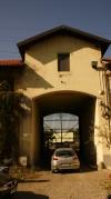 Ingresso monumentale alla Abbadia di Stura visto dall'interno della cascina stessa . Fotografia di Edoardo Vigo, 2012.