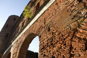 Dettaglio della Porta Palatina. Fotografia di Marco Saroldi, 2010. © MuseoTorino.