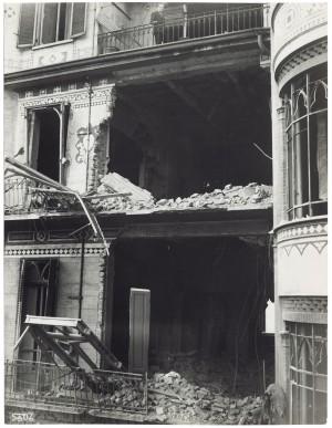 Via Nizza 43 angolo Via Federico Campana. Effetti prodotti dai bombardamenti dell'incursione aerea del 4-5 febbraio 1943: crollo di edifici. UPA 3341D_9D05-14. © Archivio Storico della Città di Torino