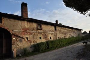 Muro perimetrale lato ovest della cascina Tetti Basse di Dora. Fotografia di Edoardo Vigo, 2012.