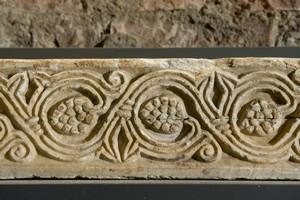 Frammenti dell'arredo liturgico delle basiliche della Cattedrale (2). Museo diocesano. Fotografia di Marco Saroldi, 2010. © MuseoTorino.