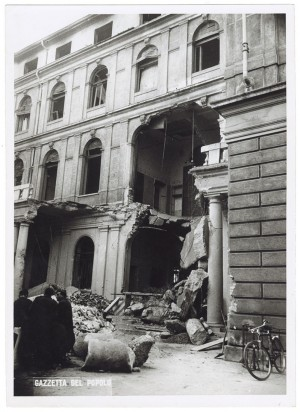 Corso Vinzaglio, R. Intendenza di Finanza. Effetti prodotti dai bombardamenti dell'incursione aerea del 20-21 novembre 1942. UPA 1721_9A06-42. © Archivio Storico della Città di Torino