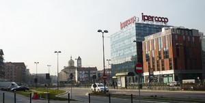 Vedute del centro commerciale Parco Dora da via Livorno, edificato nell'area industriale preesistente. Fotografia di Carlo Pigato, ottobre 2010.