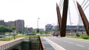 Area Michelin Torino Dora, condomini, centro commerciale, ponte. Fotografia di Luca Davico, 2015