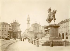 Carlo Marocchetti, Monumento ad Emanuele Filiberto, 1838. Fotografia di Mario Gabinio, 16 luglio 1924. © Fondazione Torino Musei - Archivio fotografico.