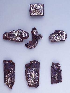 Guarnizioni di cintura ageminate in argento e ottone. Torino, Museo di Antichità. © Soprintendenza per i Beni Archeologici del Piemonte e del Museo Antichità Egizie.