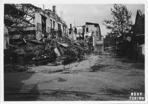 Stabilimento FIAT Grandi Motori, Via Cuneo (Via Carmagnola). Effetti prodotti dai bombardamenti dell'incursione aerea del 13 luglio 1943. UPA 3641_9E01-33. © Archivio Storico della Città di Torino/Archivio Storico Vigili del Fuoco
