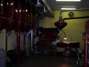 Casa Circondariale Lorusso Cutugno, laboratorio per la tostatura (a legna) del caffè di Huehuetenango. Fotografia di Silvia Bertelli