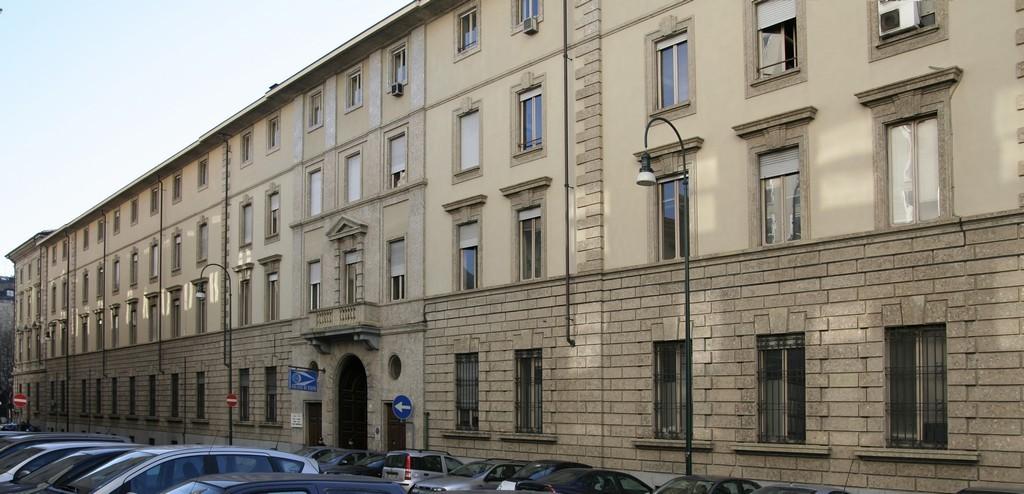 Palazzo della questura e caserma degli agenti di polizia for Polizia di stato torino permesso di soggiorno