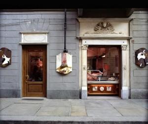 Macelleria Molinatto, esterno, Fotografia di Marco Corongi, 2001 ©Politecnico di Torino