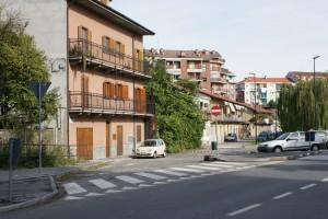 Il fronte delle case a partire dalla casa al numero 113. Fotografia Giuseppe Beraudo, 2009