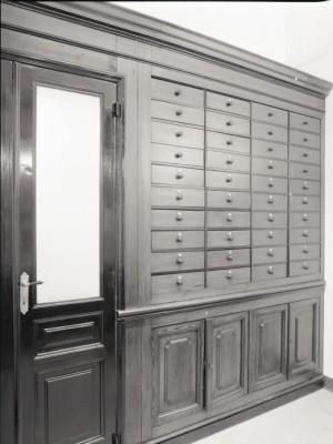Farmacia Chimica Nazionale, scaffali, 1998 © Regione Piemonte