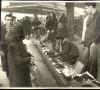 Molto tabacco ma non di privativa esposto in bell'ordine sotto le tettoie del mercato di Porta Palazzo dicembre 1945. ASCT, fondo Gazzetta del Popolo I 1369/A. © Archivio Storico della Città di Torino.