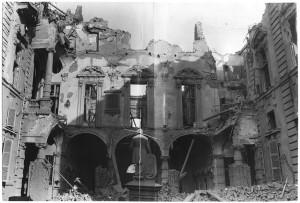 Via Giovanni Giolitti (già Via Gioda 26), Palazzo delle Corporazioni. Effetti prodotti dai bombardamenti dell'incursione aerea dell' 8 dicembre 1942. UPA 2651_9F02_33. © Archivio Storico della Città di Torino