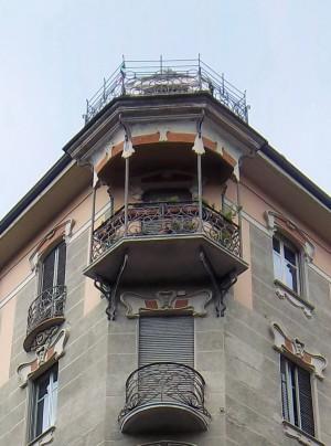 Pietro Fenoglio, Casa Macciotta, 1904, particolare del balconcino all'ultimo piano. Fotografia L&M, 2011.