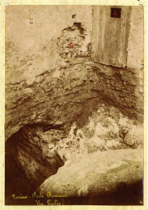 I resti della cinta romana venuti alla luce in via Giulio, © Soprintendenza per i Beni Archeologici del Piemonte e del Museo Antichità Egizie.