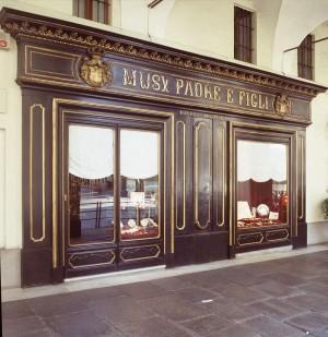 Musy padre e figli, gioielleria, devanture, Fotografia di Marco Corongi, 2005 ©Politecnico di Torino