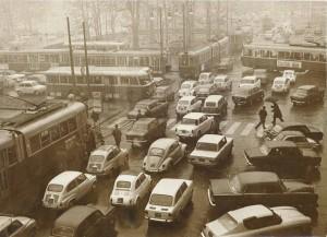 Piazza Statuto con traffico intenso, 1966 © Archivio Storico della Città di Torino (GDP sez I 640_011)