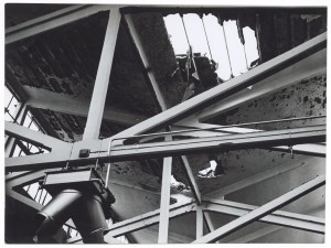 s.l. [Fiat Lingotto?]. Edificio industriale non identificato. Effetti prodotti dai bombardamenti del 6 settembre 1940. UPA 0415D_9A01-07. © Archivio Storico della Città di Torino