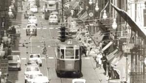 Via Garibaldi con tram e traffico, circa 1970 © Archivio Storico della Città di Torino