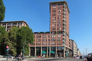Edificio per uffici e abitazioni