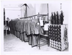s.l.[Unione Nazionale Protezione Antiaerea - UNPA] - Magazzino indumenti protettivi e attrezzature. UPA 9F01-49. © Archivio Storico della Città di Torino