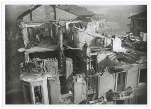 Corso Re Umberto I. Effetti prodotti dai bombardamenti dell'incursione aerea dell'8 dicembre 1942. UPA 2711_9C05-19. © Archivio Storico della Città di Torino