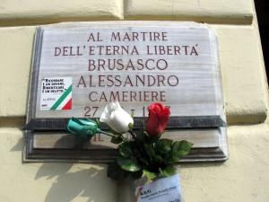 Lapide dedicata ad Alessandro Brusasco, in via Nizza 5. Fotografia di Sergio D'Orsi, 2013