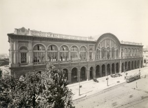 Stazione di Porta Nuova. Fotografia di Mario Gabinio, 1931. © Fondazione Torino Musei - Archivio fotografico