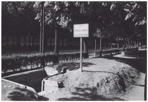 """s.l., esterno di un Ricovero Pubblico di Protezione Antiaerea """"Trincea per n. 24 persone"""". UPA 9F01-44. © Archivio Storico della Città di Torino"""