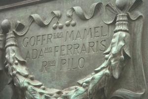 Monumento a Giuseppe Mazzini, particolare dell'altare civile. Fotografia di Giuseppe Caiafa, 2011.