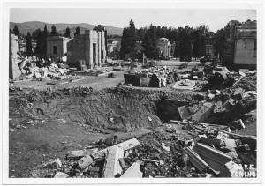 Cimitero Monumentale, Corso Novara (già Corso Tortona 76-78). Effetti prodotti dai bombardamenti dell'incursione aerea del 13 luglio 1943. UPA 3659_9E01-52. © Archivio Storico della Città di Torino/Archivio Storico Vigili del Fuoco
