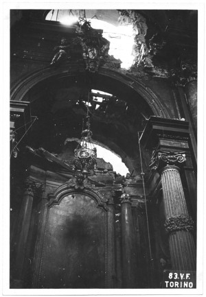 Via Palazzo di Città 20, Chiesa del Corpus Domini. Effetti prodotti dai bombardamenti dell'incursione aerea del 13 luglio 1943. UPA 3606_9D06-52. © Archivio Storico della Città di Torino