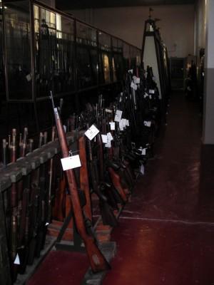 Rastrelliere e teche contenenti armi da fuoco portatili (XVI-XIX secolo). Fotografia di Silvia Bertelli