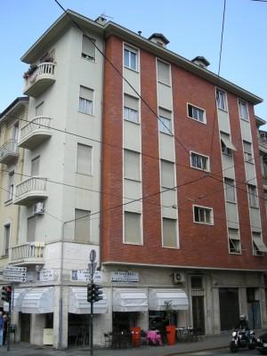 Edificio di civile abitazione e negozi in Via Valperga Caluso 1 bis