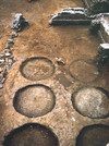 Particolare delle impronte dei recipienti interrati, © Soprintendenza per i Beni Archeologici del Piemonte e del Museo Antichità Egizie.
