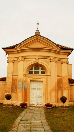 Facciata della cappella Tarino. Fotografia di Edoardo Vigo, 2012.