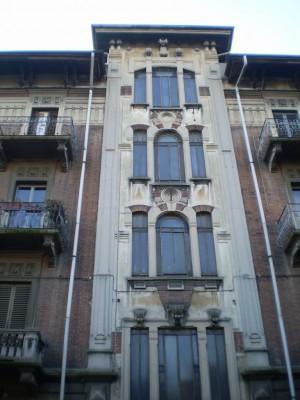 L'originale facciata in corrispondenza delle scale. Fotografia di Giuseppe Beraudo, 2010.