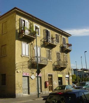 Stabile residenziale, già sede della caserma delle guardie municipali della sezione di Lucento