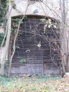 Portone di accesso posto sul muro orientale della parte rustica della cascina. Fotografia di Carlotta Vengoni, 2012.