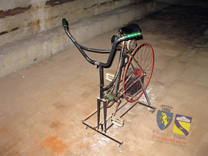La dinamo a pedali all'interno del rifugio antiaereo di piazza Risorgimento. © Comune di Torino