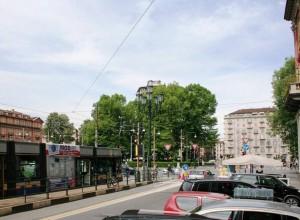 Piazza Statuto con traffico ridotto dopo la pedonalizzazione di via Garibaldi. Fotografia di Francesca Talamini, 2015