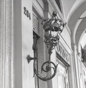 Caffè Torino, particolare del lampione all'esterno, © Regione Piemonte