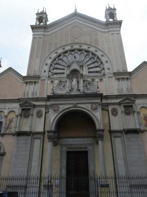 Istituto Sacra Famiglia. Facciata della chiese dell'Immacolata Concezione, in via San Donato 21. Fotografia L&M, 2011